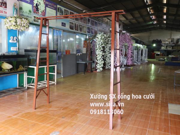 Cho thuê khung cổng hoa kiểu cầu thang