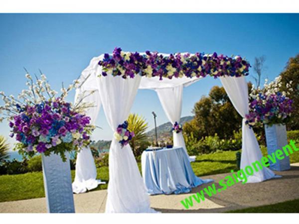 Cổng cưới ngoài trời kết hợp voan