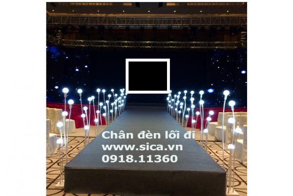 Chân nến lối đi sân khấu