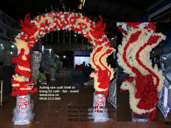 Cổng hoa cưới rồng phục chim hạt đỏ trắng