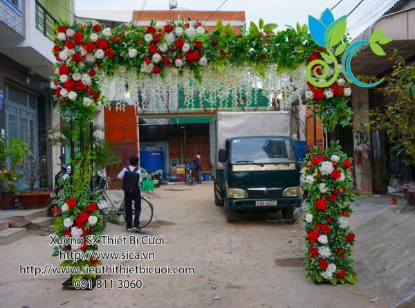 cổng cưới hoa hồng trắng đỏ