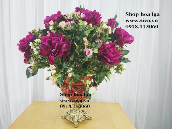 Binh hoa hồng trang trí phòng khách