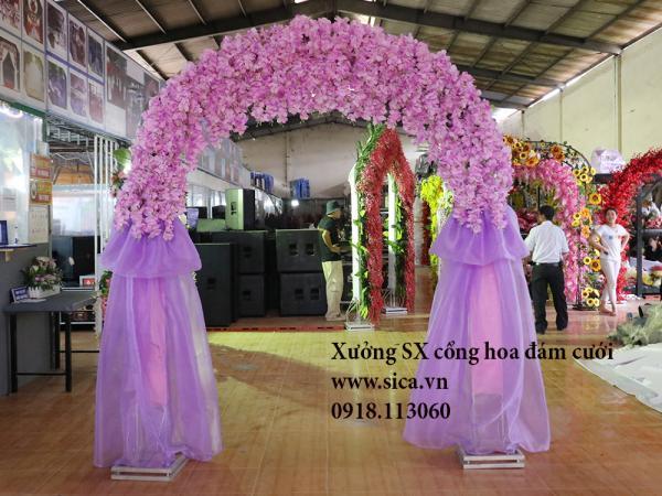 Cổng cưới hoa đậu màu tím cà