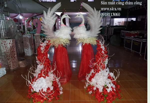 Bộ cổng cưới chim công có hoa chân trụ đơn tròn