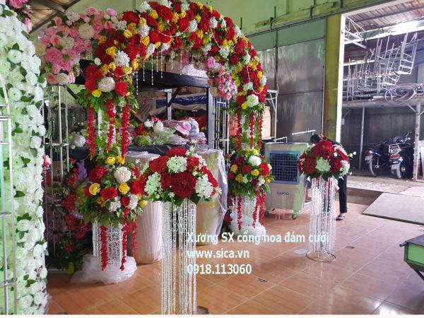 Bộ cổng hoa cưới có chân trụ hoa pha lê