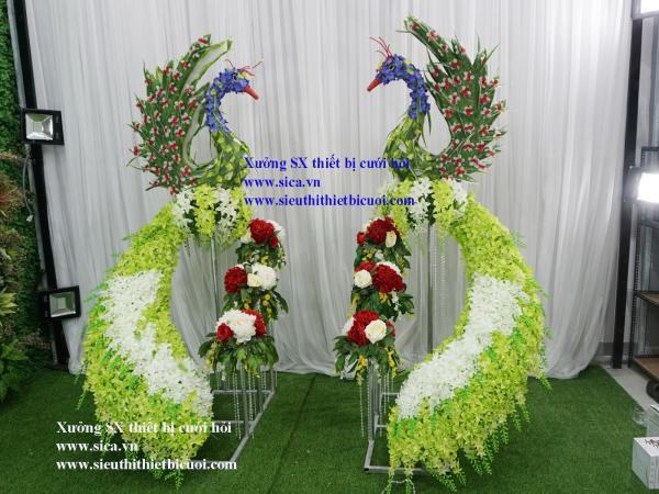 Cặp chim công xanh lá trang trí cưới