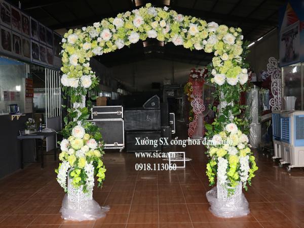 Cổng cưới bánh kem 2 tầng hoa hồng xanh cốm
