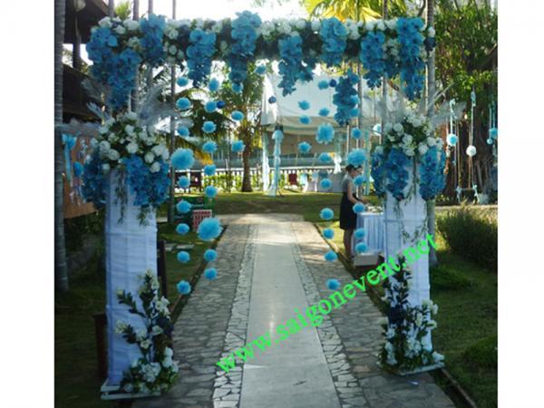 Cổng hoa hồng chân voan màu xanh biển