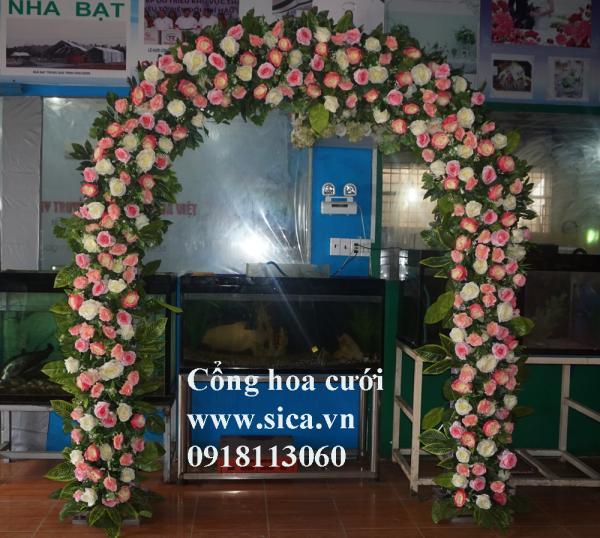 Cổng cưới hoa hồng màu hồng phấn