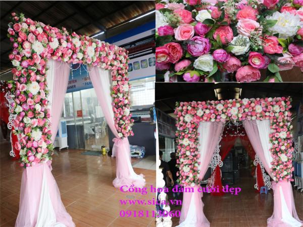 Cổng cưới hoa hồng và rèm voan