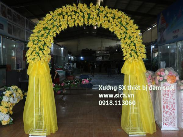 Cổng hoa cưới màu vàng, chân voan hoa mõm soái