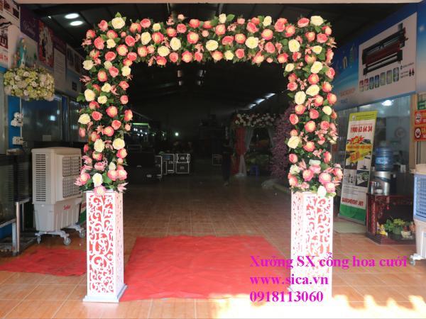 Cổng cưới hoa hồng chân foam thấp