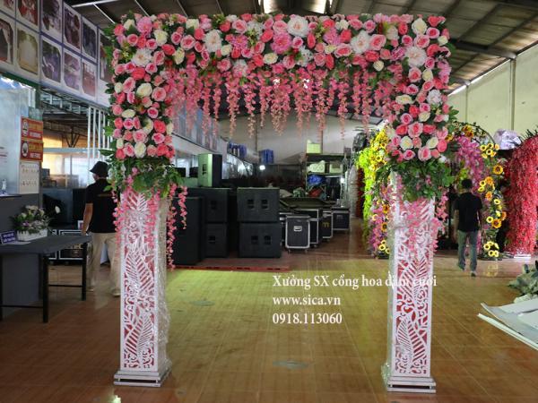 Cổng cưới hoa hồng chân foam cao