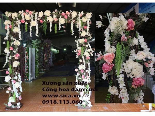 Cổng hoa đám cưới kết hợp cành cây khô