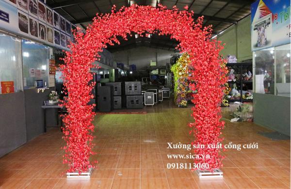 Cổng hoa anh đào đỏ