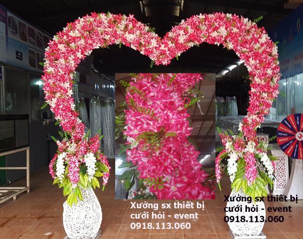 Sản xuất mua bán cổng hoa trái tim hổng phấn