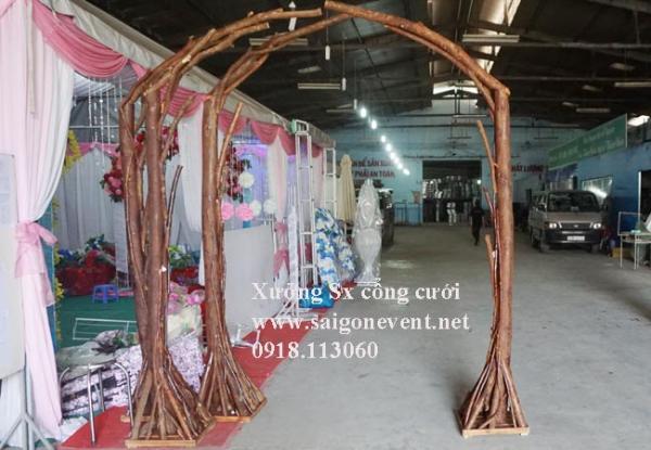Khung cổng đám cưới gỗ chưa kết hoa