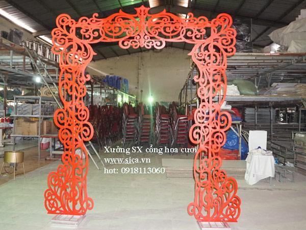khung cổng cưới hoa văn mỹ thuật màu đỏ