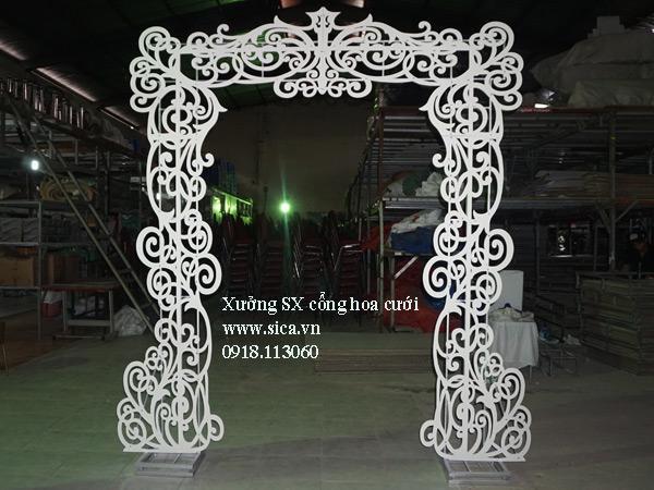 khung cổng cưới hoa văn mỹ thuật màu trắng