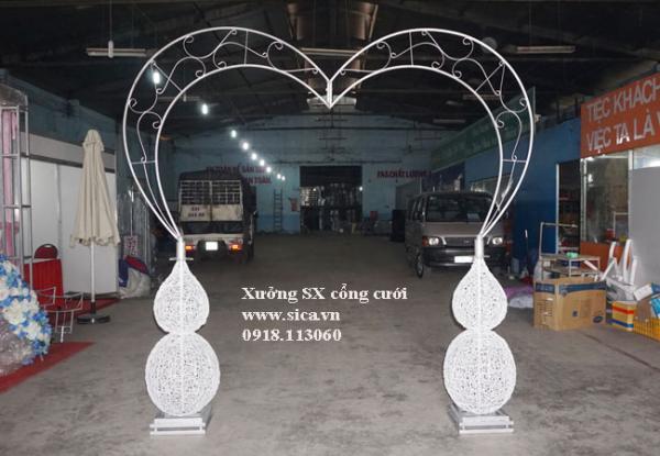 Khung cổng cưới trái tim chưa kết hoa