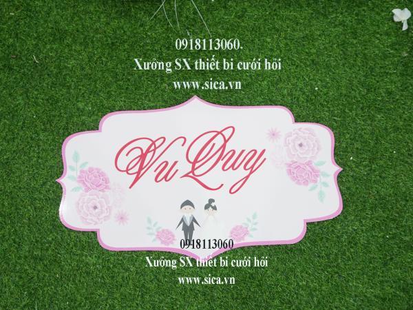 Bảng tên thiết kế chữ Vu Quy treo cổng hoa cứới hoa hồng